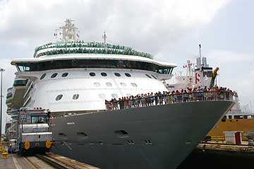 Picture of The Brilliance of the Seas in the Gatun Locks