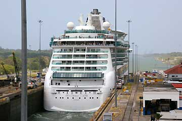 Picture of The Brilliance of the Seas heading to the Caribbean